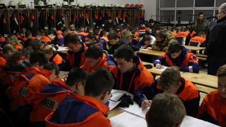 Gut 200 Mitglieder der Jugendfeuerwehren im Inspektionsbereich Jura nahmen am Wissenstest teil.