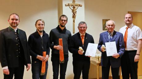 Bei den Ehrungen: (von links) Präses Wolfgang Gebert, die neu aufgenommenen Benedikt Dinkelmeier und Christian Jung, die Jubilare Reinhold Seefried und Rudolf Spielvogel sowie Vorsitzender Markus Meyr.