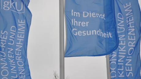 Die Bilanz des gemeinsamen Kommunalunternehmens Donau-Ries haben der Vorstandschef und die Pflegedienstleiterin dem Kreistag erläutert.