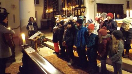 Der Kinderchor erwärmte mit seinem Gesang die Herzen. Er war einer von vielen Akteuren an diesem Abend.