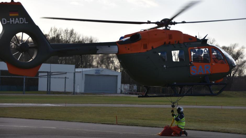 Der Such- und Rettungsdienst der Bundeswehr hat den ersten neuen SAR-Hubschrauber vom Typ H145 übernommen.