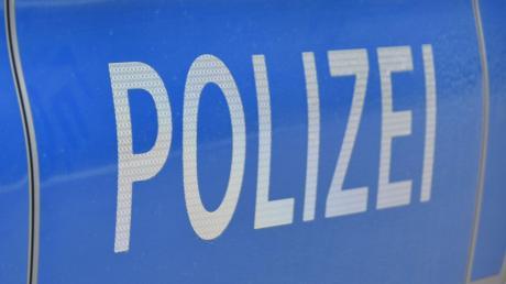 Die Polizei meldet einen Unfall, der sich nahe Genderkingen ereignet hat.
