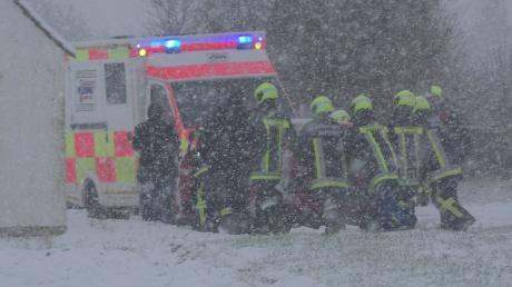 Unfall bei Marxheim, bei dem sich ein Auto überschlug.