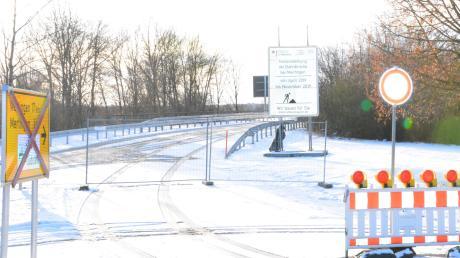 Die Brücke über die Bahnstrecke bei Mertingen wird am Montag, 16. Dezember, wieder freigegeben.