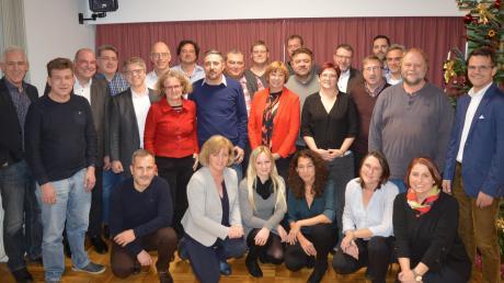 Neun Frauen und 21 Männer treten für die Donauwörther SPD an. OB-Kandidat Jürgen Sorré (re.) kandidiert allerdings auf keiner Liste.