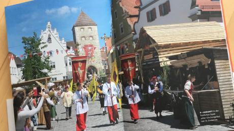 Blick in das Buch über das historische Fest in Wemding.