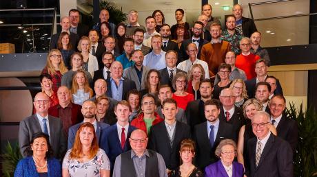 70 Zott-Mitarbeiter wurden für ihre langjährige Treue geehrt. Dies feierten sie gemeinsam mit den Geschäftsführenden Direktoren Christine Weber, Anton Hammer und Frank Uszko sowie Seniorchefin Frieda Reiter.