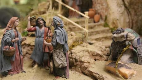 Eine Krippe gehört an Weihnachten genauso zum Fest wie ein Christbaum und Geschenke.