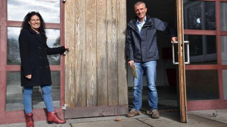 Schließen Ende dieses Jahres endgültig Türen und Tore des Ankerzentrums: Betriebsleiterin Alexandra Reinhardt und Regierungsrat Frank Kurtenbach.