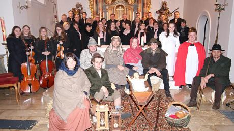 Kernstück des Weihnachtssingens in Amerbach war das Krippenspiel. Zahlreiche Spieler, Sänger und Instrumentalisten trugen zum Gelingen der stimmungsvollen Veranstaltung bei.