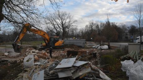 Im Dezember 2019 wird das alte Bademeisterhaus in Donauwörth Parkstadt abgerissen. Das Gebäude fungierte lange Zeit als Juze Parkstadt. Nun soll im Frühjahr 2020 ein neues Juze in der Parkstadt entstehen.