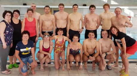 Das Team der LG Warching legte sich beim Schwimmen für den guten Zweck richtig ins Zeug.