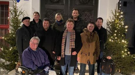 Die Mitglieder der neu gegründeten UWW - Unabhängige Wähler Wemding. In der Mitte (mit Schal) Initiator Dietmar Dahlke.