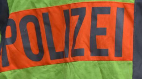 Die Polizei meldet einen Unfall, der sich auf der B25 zwischen Hoppingen und Harburg ereignet hat.
