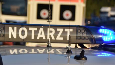 Bei einem Unfall in Langenaltheim zog sich ein Mann aus dem Raum Monheim lebensgefährliche Verletzungen zu.