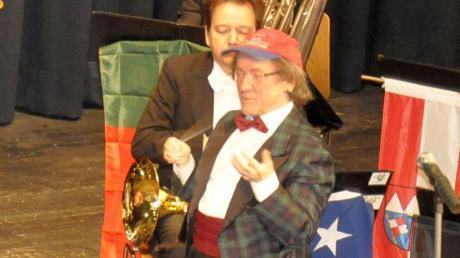 Bob Ross führt in launigen Worten durch das Konzert.