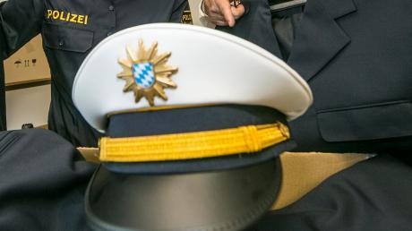 Ein seit über zwei Jahren per Haftbefehl gesuchter Mann ist der Verkehrspolizei bei Donauwörth bei einer Routinekontrolle ins Netz gegangen.
