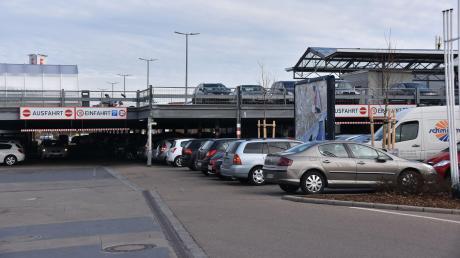 Auf dem Kaufland-Parkplatz in Donauwörth waren am Montag Trickdiebe erfolgreich.