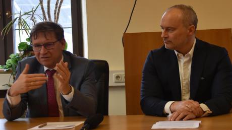 Wollen zuversichtlich in die Zukunft blicken: Landrat Stefan Rößle (links) und Hochschul-Präsident Gordon Thomas Rohrmair.