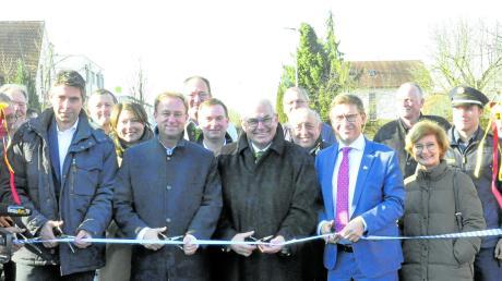 Die Ortsdurchfahrt Oberndorf ist am Freitagmittag von Vertretern aus Politik, Behörden und den Kirchen wieder offiziell für den Verkehr freigegeben worden.