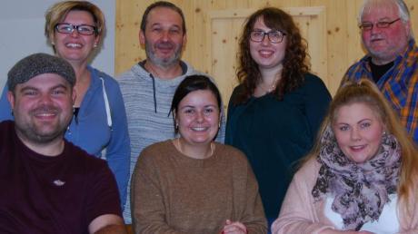 Das Ensemble: (hinten von links) Nicole Herrmann, Regisseur Norbert Traber, Marina Eder, Uwe Schwertberger, (vorne von links) Christian Grob, Nicole Hofstetter und Katharina Leinfelder.