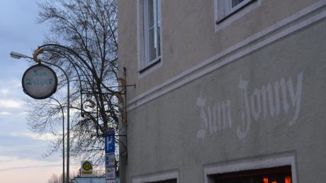 Der Schriftzug Zum Jonny ist beim Lokal in der Donauwörther Kapellstraße zwar noch zu lesen. Mittlerweile läuft der Betrieb aber als Hafenkneipe.