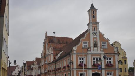 Wer regiert künftig im Rainer Rathaus? Diese Frage beantwortet die Kommunalwahl im März.