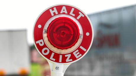 Ein Lkw-Fahrer ohne gültigen Führerschein wurde bei Ebermergen angehalten.