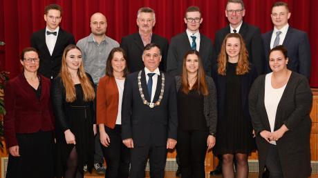 Dank und Anerkennung sprach Bürgermeister Günther Pfefferer den Trainerinnen und Trainern des TSV Monheim aus.
