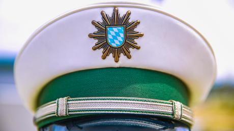 Polizei Feature, Polizist, neue Uniform, Sterne, Polizei Bayern, Wappen, Dienstwaffe,