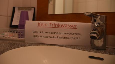 Klare Anweisung in einer Donauwörther Zahnarztpraxis: Das Trinkwasser aus der Leitung muss bis auf Weiteres in großen Teilen Donauwörths sowie im Tapfheimer Ortsteil Rettingen abgekocht werden.