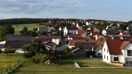 Photovoltaikanlagen gibt es in Daiting bislang nur auf Dächern. Am Sonntag stimmen die Bürger darüber ab, ob in der Jura-Gemeinde bald auch Solarparks entstehen dürfen.