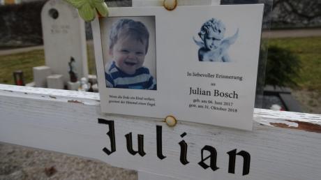 Am 31. Oktober 2018 starb der kleine Julian aus Huisheim an Leukämie.