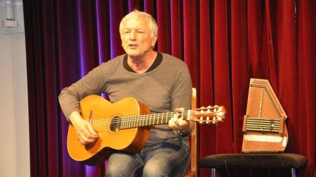 Musikkabarett vom Feinsten gab es mit Josef Brustmann im Thaddäus in Kaisheim.
