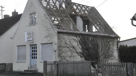 Im der Ortsmitte von Bäumenheim werden Gebäude abgebrochen, um Platz für einen Schmutterhallen-Vorplatz zu schaffen.
