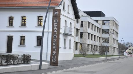 Die Zott-Verwaltung zieht derzeit in ihren Neubau in der Ortsmitte von Mertingen. Nun geht es für die Gemeinde darum, das Umfeld mit dem Zehentplatz an das Erscheinungsbild anzupassen.