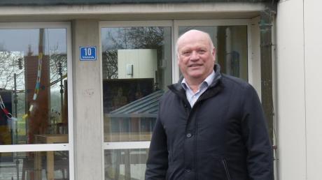 Als Drittklässler war Leonhard Schwab 1965 in die neue Schule eingezogen – als Bürgermeister haben für ihn deren Erhalt und der Neubau des Kindergartens Priorität.