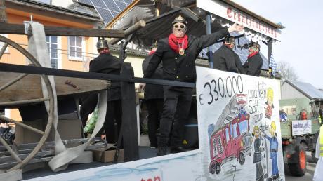 Die Feuerwehr und ihre Panne mit dem neuen Fahrzeug: Das Malheur war Thema der AH-Fußballer in Genderkingen.