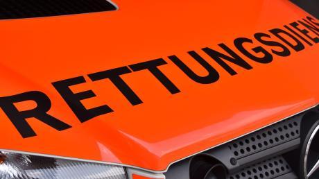 Eine Frau ist in Riedlingen in eine hilflose Situation geraten. Polizei, Feuerwehr und Rettungsdienst waren im Einsatz.