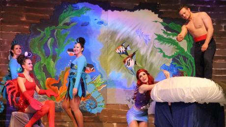 """Das Musical """"Arielle"""" begeisterte das Publikum. Hier trifft Arielle zum ersten Mal auf den Prinzen."""