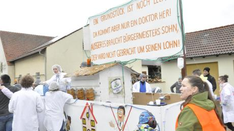 Über das Grundstück für einen Arzt, das man in Oberndorf freihält, amüsierte sich die Freiwillige Feuerwehr Eggelstetten.