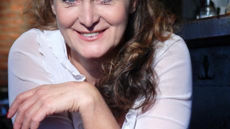 Die österreichische Kabarettistin Barbara Weinzier kommt ins Theater Oberpeiching.