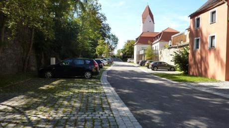 """Zu den größeren Maßnahmen, die in Wemding aus dem Programm """"Aktive Stadt- und Ortsteilzentren"""" gefördert wurden, gehört beispielsweise der Parkplatz im Fuchsgraben, der eine wesentliche Verbesserung darstellt."""