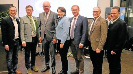Bei der Veranstaltung in Hamlar: (von links) die Oberbürgermeister- und Bürgermeisterkandidaten Joachim Fackler (Donauwörth), Landrat Stefan Rößle, CSU-Fraktionsvorsitzenden Thomas Kreuzer, Claudia Marb (Rain), MdL Wolfgang Fackler, Bernhard Jung (Asbach-Bäumenheim) und Albert Reiner (Mertingen).