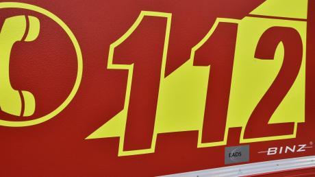 Die Freiwilligen Feuerwehren Staufen, Syrgenstein und Landshausen, die mit insgesamt etwa 30 Einsatzkräften vor Ort waren, löschten am Samstag einen brennenden Schlepper in Syrgenstein.