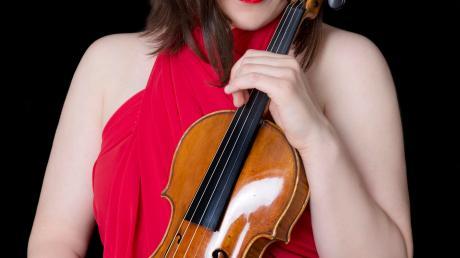 Die ausgezeichnete Geigerin Veriko Tchumburidze gastiert bei einem Konzert in Mertingen.