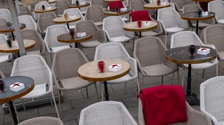 Die Plätze bleiben leer. An vielen Orten werden geplante Veranstaltungen nicht stattfinden. Vorsorglich werden sie wegen des Coronavirus abgesagt.