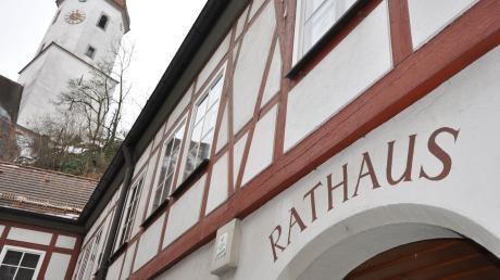 Das Rathaus in Harburg: Bei der Wahl zum Stadtrat ergaben sich einige Veränderungen. Viel der künftigen Ratsmitglieder sind neu. Es sind auch mehr Parteien beziehungsweise Gruppierungen vertreten.