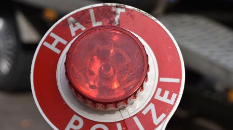 Die Polizei hat bei Lauingen einen Autofahrer entdeckt, der ohne Führerschein unterwegs war.
