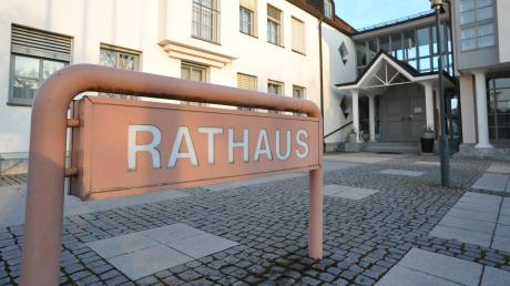 Wer künftig den Chefsessel im Bäumenheimer Rathaus besetzt, entscheidet sich bei der Stichwahl am Sonntag.